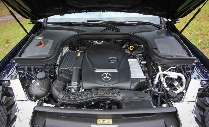 2016 Mercedes-Benz GLC300s - Slide 32