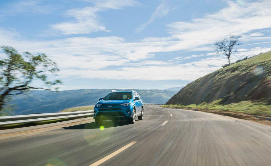 2016 Toyota RAV4 hybrid - Slide 1