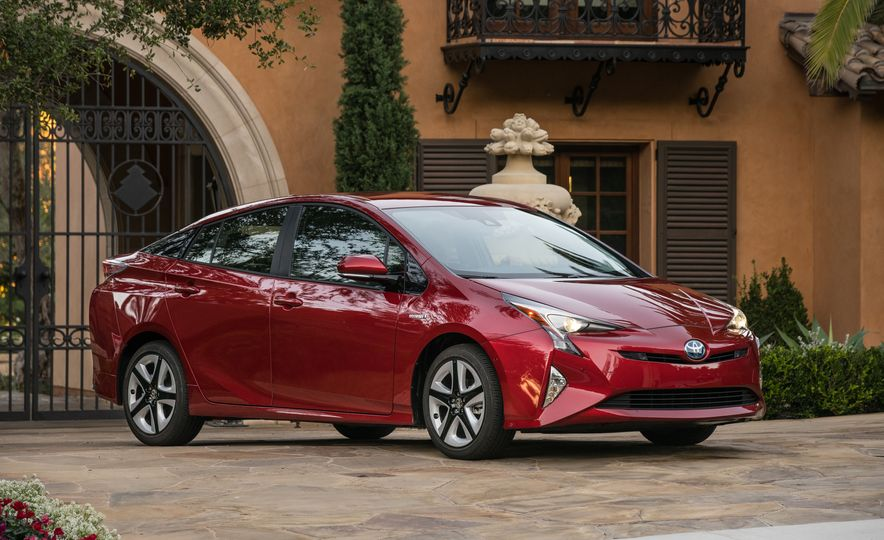 5 Things You Should Know About the All-New 2016 Toyota Prius - Slide 8