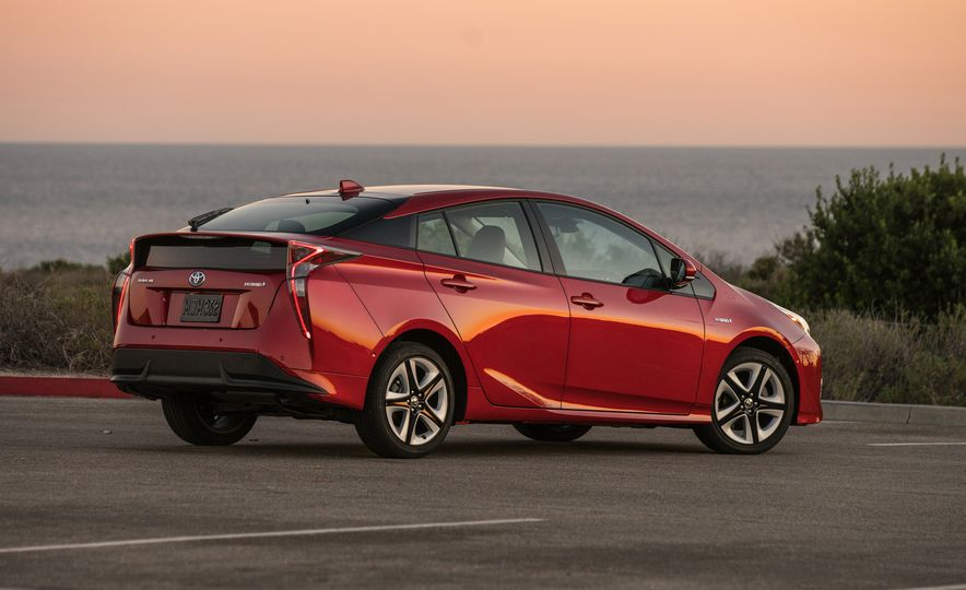 5 Things You Should Know About the All-New 2016 Toyota Prius - Slide 9