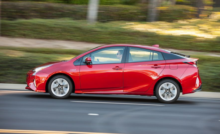 5 Things You Should Know About the All-New 2016 Toyota Prius - Slide 11