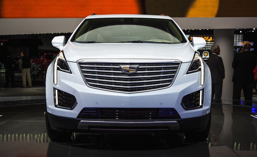 2017 Cadillac XT5 - Slide 1