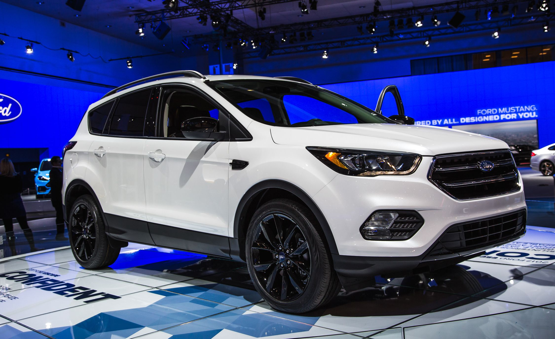 Ford Escape Titanium >> 2017 Ford Escape Pictures Photo Gallery Car And Driver