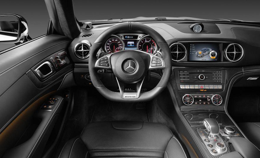 2017 Mercedes-Benz SL 550 - Slide 32
