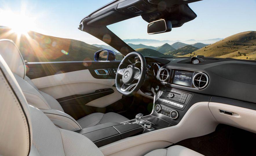 2017 Mercedes-Benz SL 550 - Slide 15