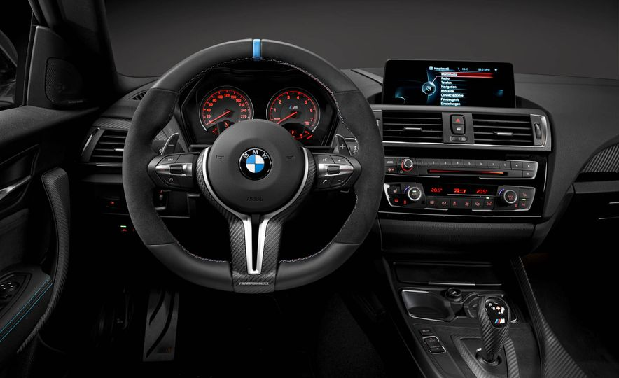 BMW M4 coupe with M performance parts - Slide 25