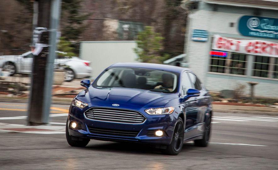 2016 Ford Fusion SE - Slide 1
