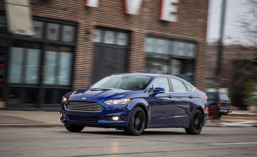 2016 Ford Fusion SE - Slide 2