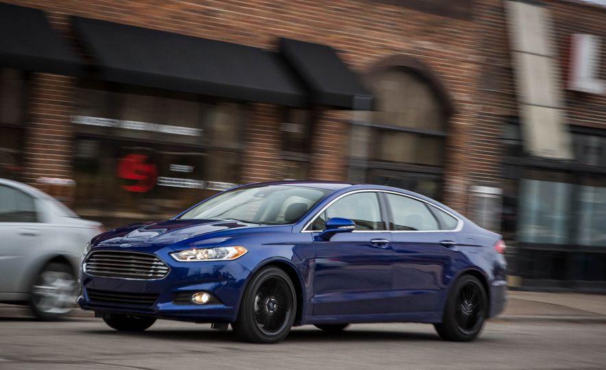 2016 Ford Fusion SE - Slide 3