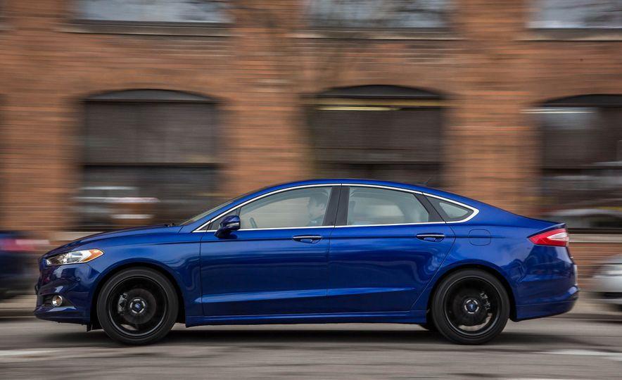 2016 Ford Fusion SE - Slide 4