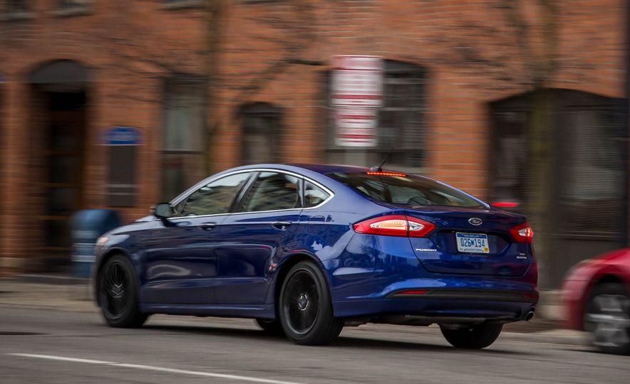 2016 Ford Fusion SE - Slide 5