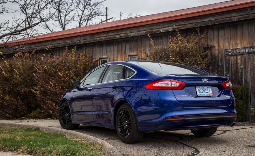 2016 Ford Fusion SE - Slide 8