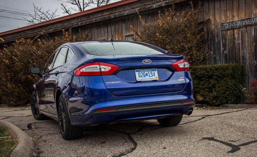 2016 Ford Fusion SE - Slide 9