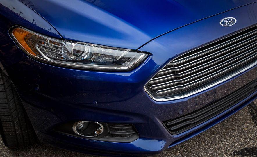 2016 Ford Fusion SE - Slide 10