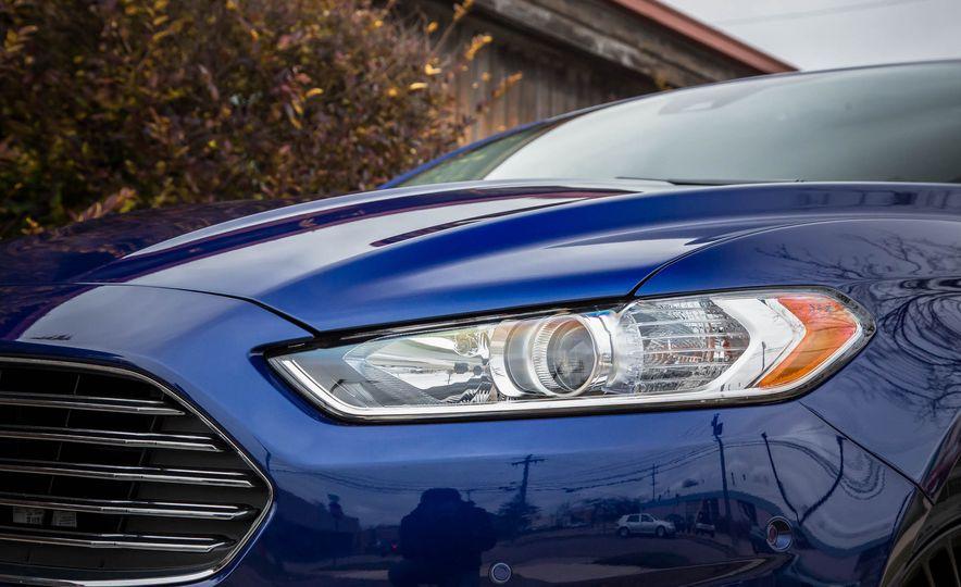 2016 Ford Fusion SE - Slide 11