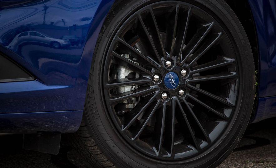 2016 Ford Fusion SE - Slide 12