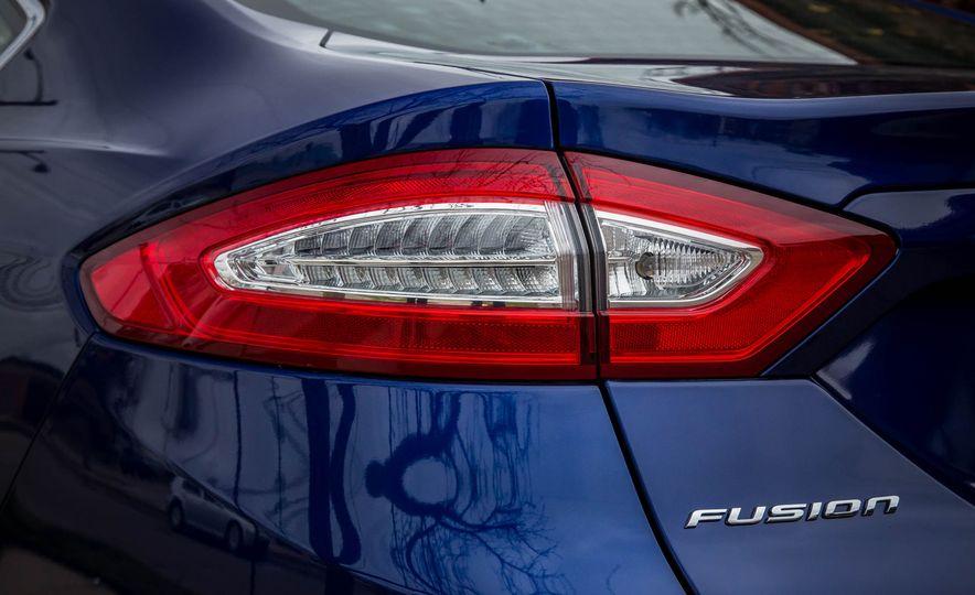 2016 Ford Fusion SE - Slide 13