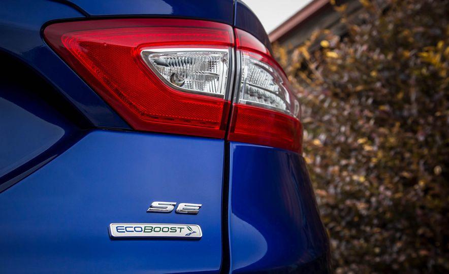 2016 Ford Fusion SE - Slide 14