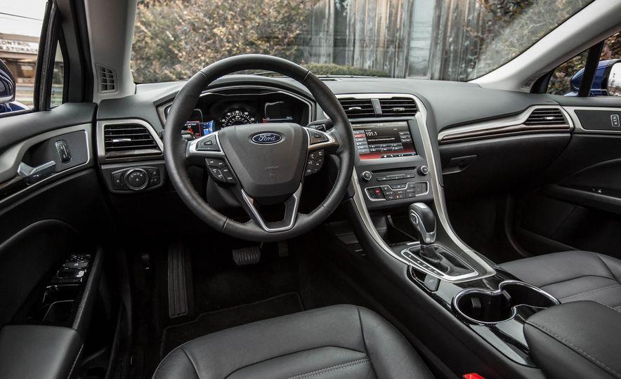 2016 Ford Fusion SE - Slide 15