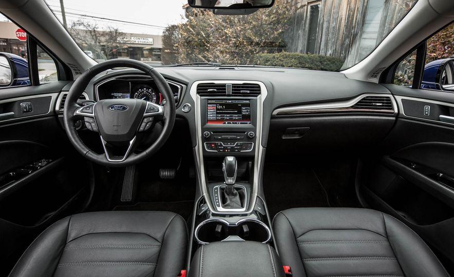 2016 Ford Fusion SE - Slide 16