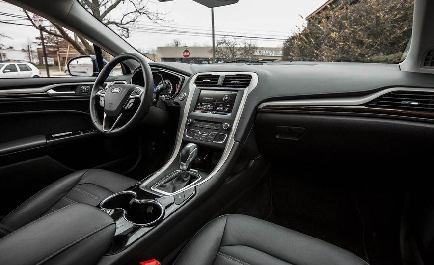 2016 Ford Fusion SE - Slide 17