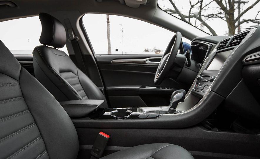 2016 Ford Fusion SE - Slide 18