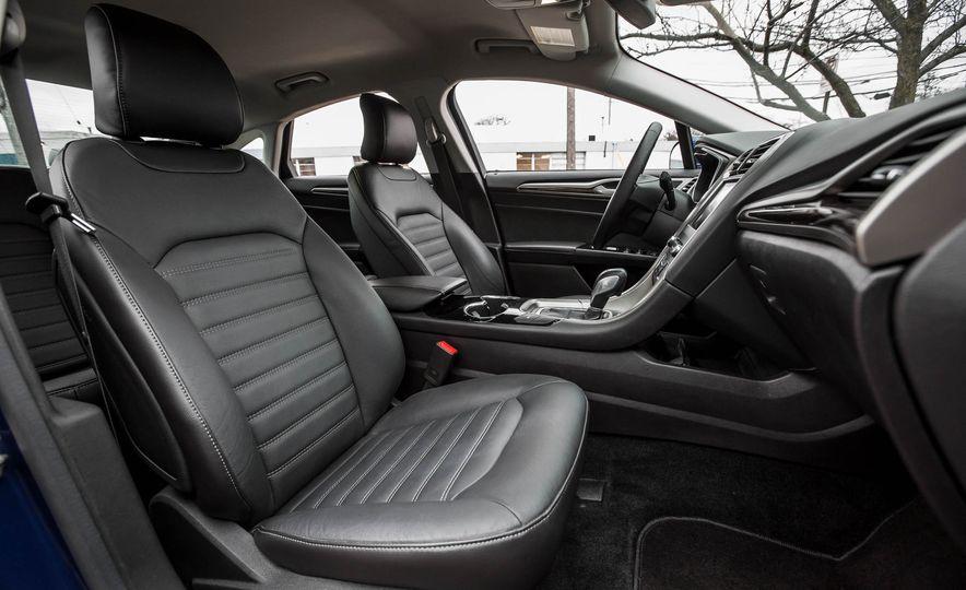 2016 Ford Fusion SE - Slide 19