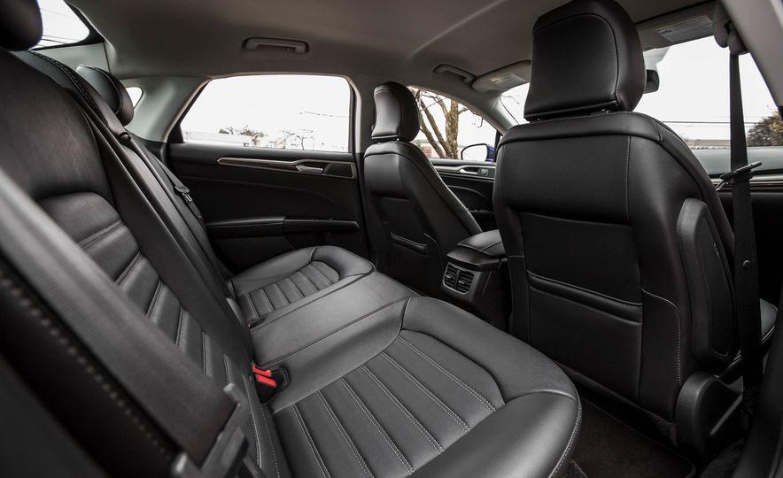2016 Ford Fusion SE - Slide 20
