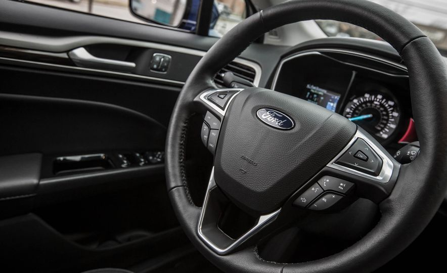 2016 Ford Fusion SE - Slide 23
