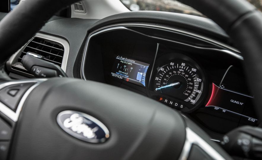 2016 Ford Fusion SE - Slide 24