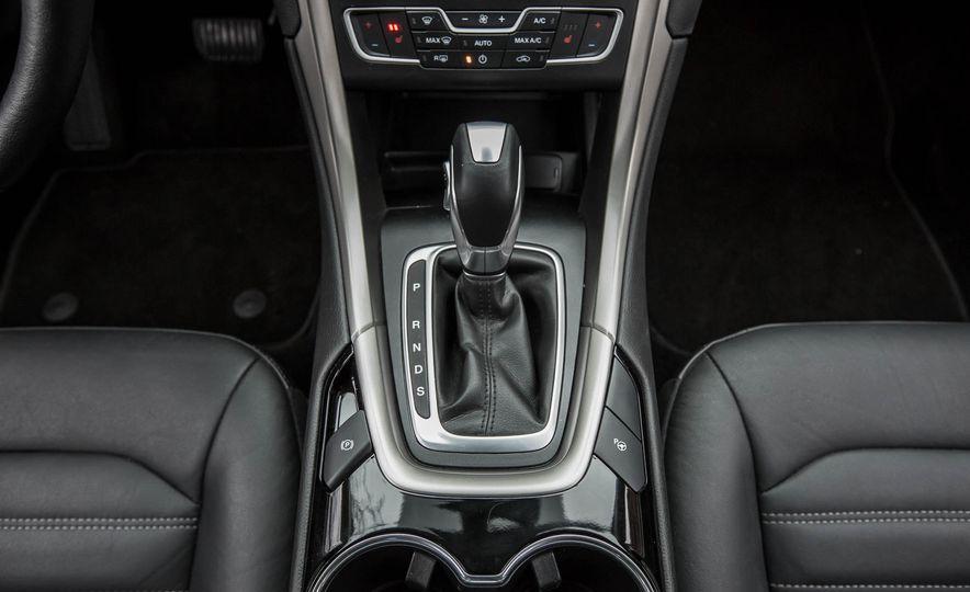 2016 Ford Fusion SE - Slide 27