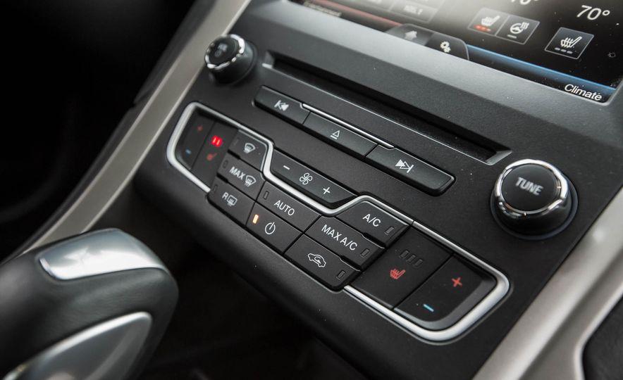 2016 Ford Fusion SE - Slide 28