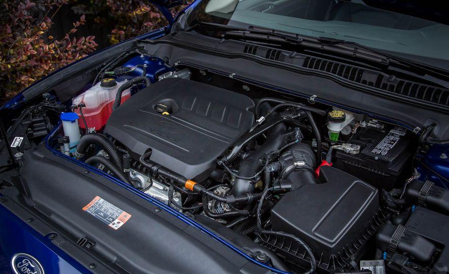 2016 Ford Fusion SE - Slide 29