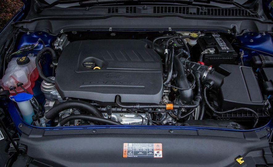 2016 Ford Fusion SE - Slide 30
