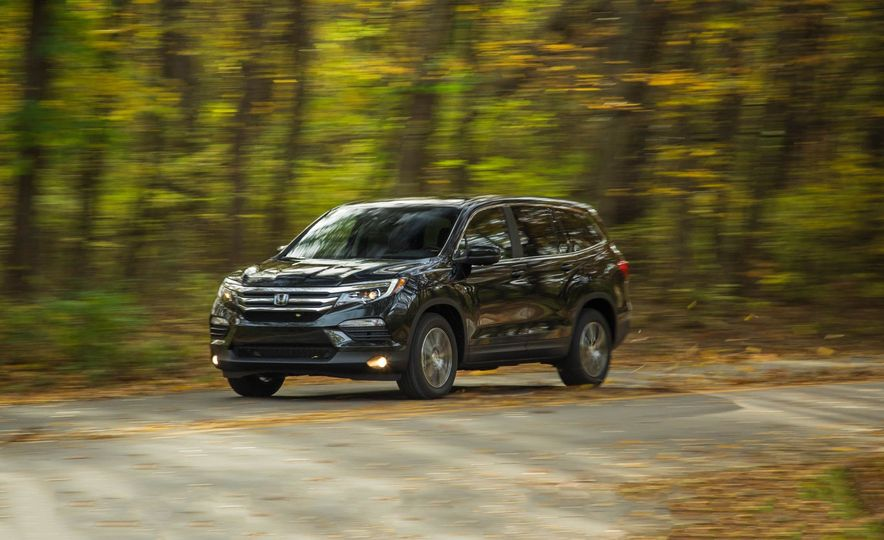 Triplicate: Three-Row Mid-Size Crossovers and SUVs Ranked from Worst to Best - Slide 10