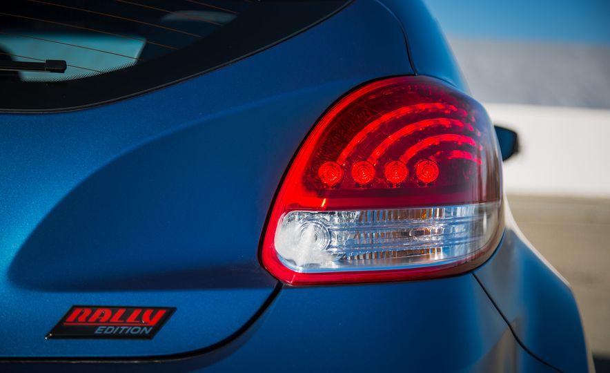 2016 Hyundai Veloster Turbo Rally Edition - Slide 23
