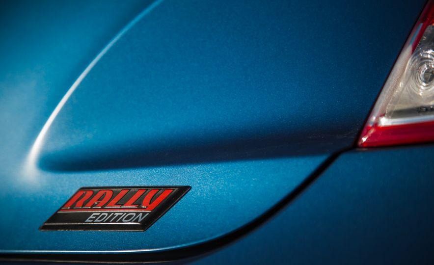 2016 Hyundai Veloster Turbo Rally Edition - Slide 25