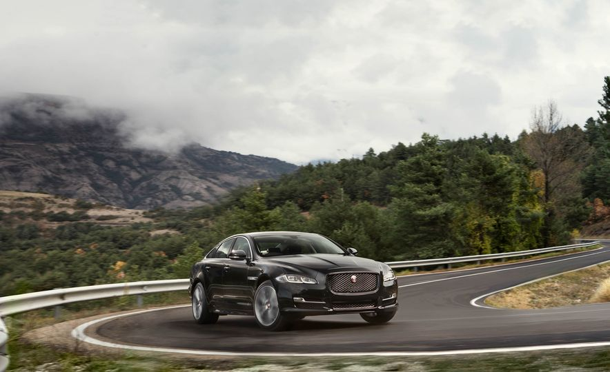 2016 Jaguar XJ - Slide 1