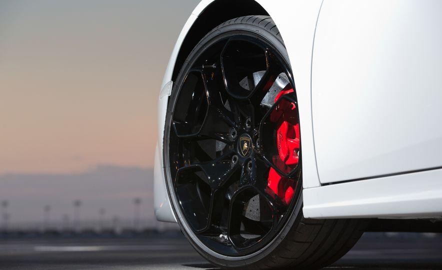 2016 Lamborghini Huracán LP580-2 - Slide 25