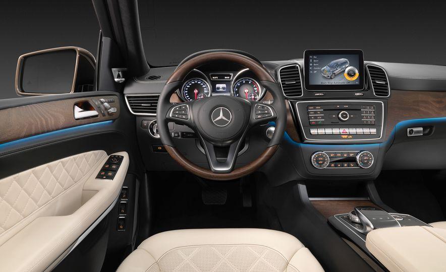 2017 Mercedes-Benz GLS350d - Slide 24