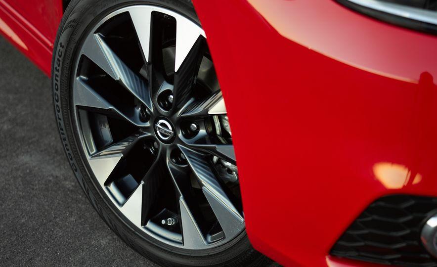 2016 Nissan Sentra - Slide 11