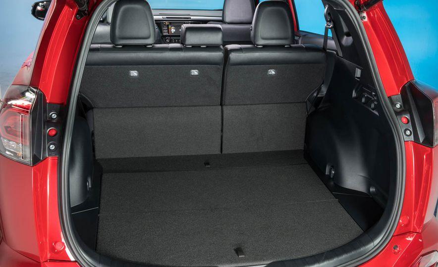 2016 Toyota RAV4 SE - Slide 28