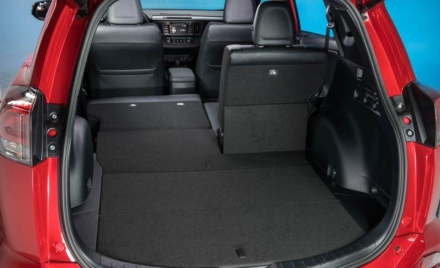 2016 Toyota RAV4 SE - Slide 29