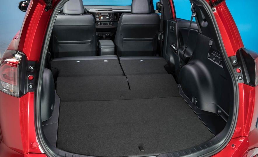 2016 Toyota RAV4 SE - Slide 30
