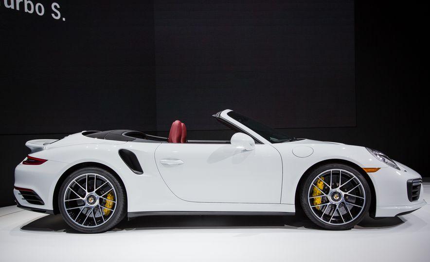 2017 Porsche 911 Turbo - Slide 9