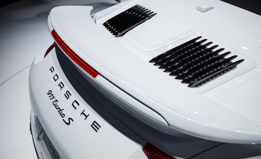 2017 Porsche 911 Turbo - Slide 12