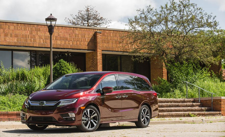 Top Boxes: Every Minivan Ranked from Worst to Best - Slide 8