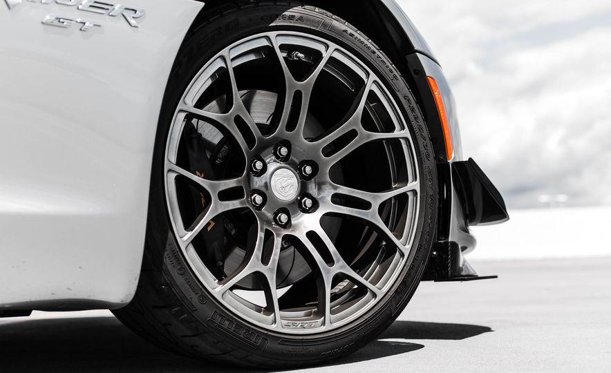 2015 Dodge Viper GT - Slide 17