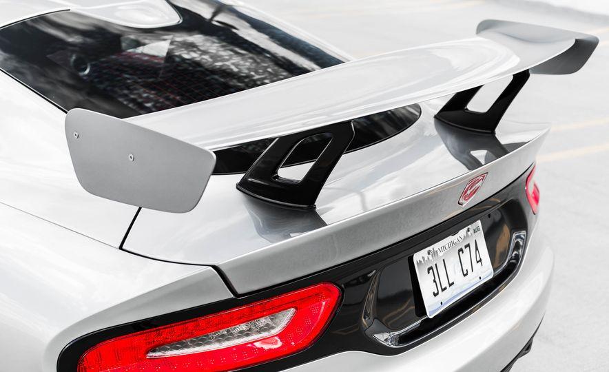 2015 Dodge Viper GT - Slide 18
