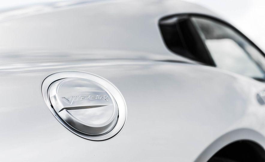 2015 Dodge Viper GT - Slide 22